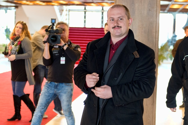 Predseda strany Ľudová strana Naše Slovensko Marian Kotleba prichádza na stretnutie predsedov politických strán a predsedov politických hnutí zastúpených v Národnej rade SR v VII. volebnom období