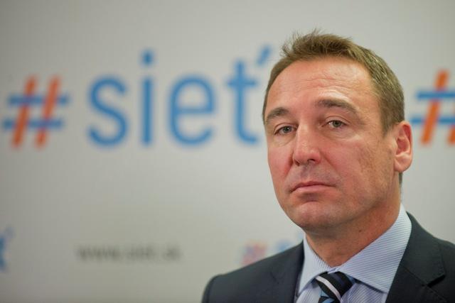 Na snímke nominant na ministra, dopravy, výstavby a regionálneho rozvoja SR Roman Brecely