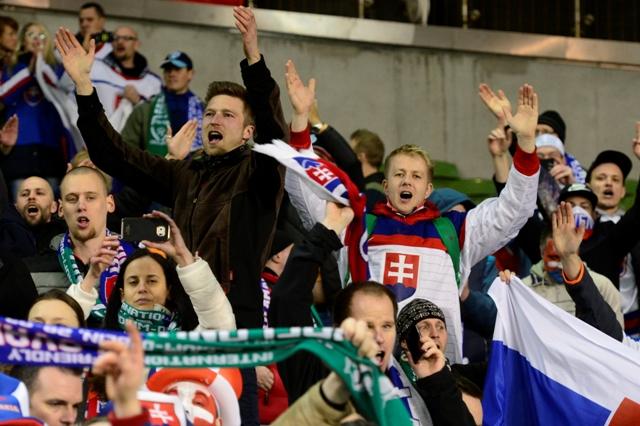 Na snímke slovenskí fanúšikovia na tribúne počas prípravného futbalového stretnutia na EURO 2016 Írsko - Slovensko