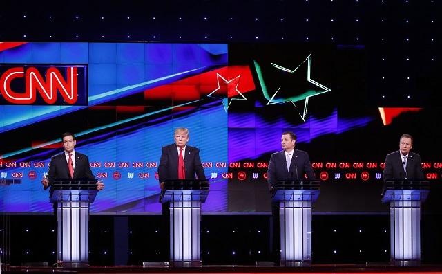 Republikánski prezidentskí kandidáti zľava, Marco Rubio, Donald Trump, Ted Cruz a John Kasich počas televíznej debaty 10. marca 2016 v Miami