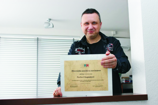V roku 2011 Pavel Kapusta získal ako vydavateľ a šéfredaktor časopisu Extra plus výročnú cenu Slovenskej asociácie novinárov za mimoriadny prínos v oblasti vydávania nezávislej a národne orientovanej tlače