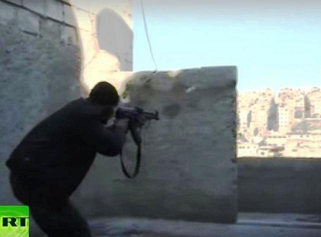 Foto zachytáva prebiehajúce boje v Sýrii