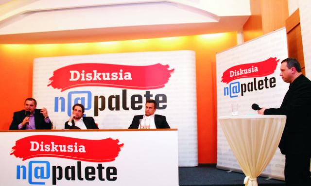 Pavel Kapusta je aj moderátorom pravidelnej Diskusie na palete v bratislavskom Hoteli Tatra, ktorej videozostrihy sú prístupné na internete