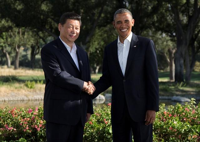 Na snímke americký prezident Barack Obama (vpravo) a čínsky prezident Si Ťin-pching (vľavo)