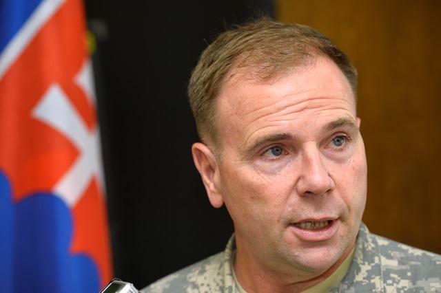 Na snímke veliteľ amerických síl v Európe generálporučík Ben Hodges