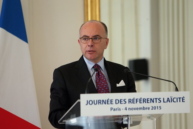 Na snímke francúzsky minister vnútra Bernard Cazeneuve
