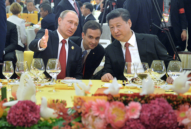 Ruský prezident  Vladimir Putin (vľavo) a jeho čínsky partner Si Ťin-pching