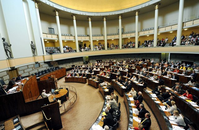 Na snímke poslanci fínskeho parlamentu