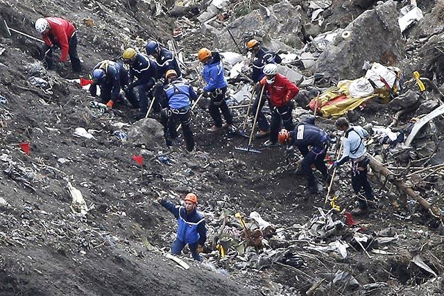 ťažké časti lietadla miesto pádu nemecká letecká spoločnosť Germanwings dcérska spoločnosť filiálka Lufthansa francúzske Alpy pád Airbus A320 let 4U 9525