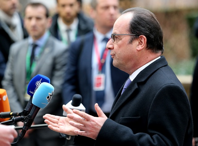 Na snímke francúzsky prezident Francois Hollande pre začatím summitu EÚ-Turecko