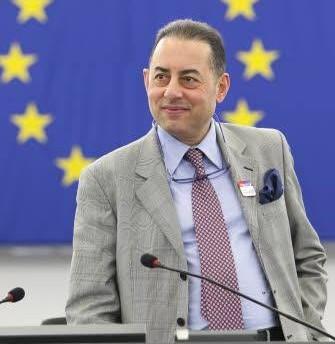 Na snímke predseda politickej skupiny socialistov a demokratov v Európskom parlamente (S&D) Gianni Pittella