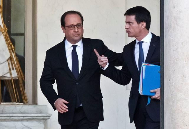 Na snímke francúzsky prezident Francois Hollande a premiér Manuel Valls