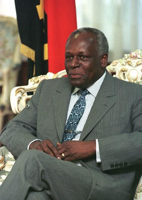 Na snímke angolský prezident José Eduardo dos Santos