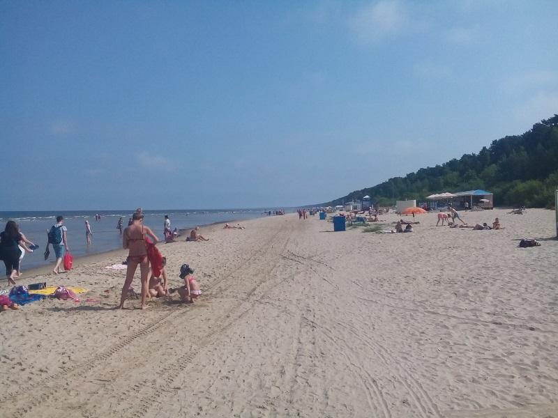 Jemnozrnný piesok s pozvoľným vstupom do mora. To sú silné atribúty jurmalských pláží