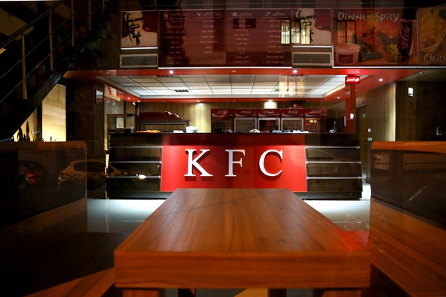 Na snímke pohľad na zatvorenú prevádzku rýchleho občerstvenia KFC