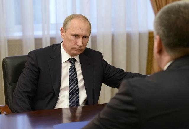 Na snímke ruský prezident Vladimir Putin (vľavo)