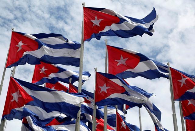 Na snímke kubánske vlajky