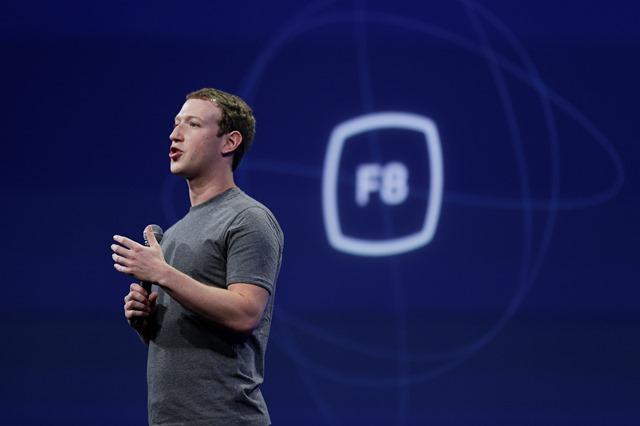 Na snímke zakladateľ a výkonný riaditeľ Facebooku Mark Zuckerberg