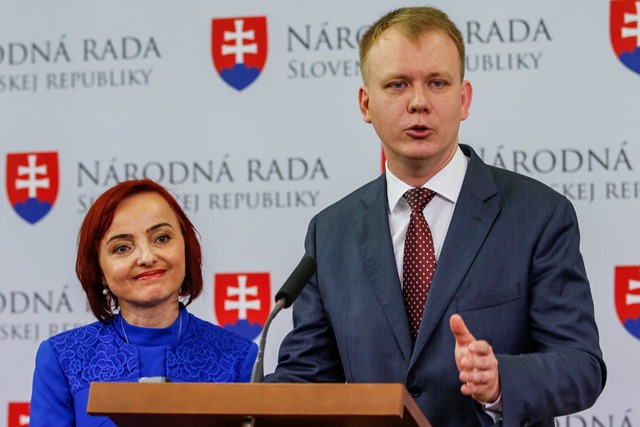 Na snímke podpredsedníčka strany #Sieť Katarína Macháčková a Miroslav Beblavý