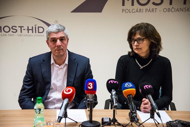 Na snímke predseda strany Most-Híd Béla Bugár a podpredsedníčka strany Lucia Žitňanská
