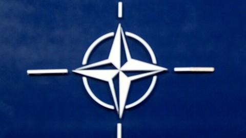 Na snímke logo NATO