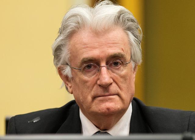 Na snímke  bývalý bosnianskosrbský prezident Radovan Karadžič