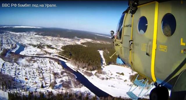 Na snímke  ruskí vojaci bombardujú vznikajúce ľadové priehrady
