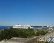 Prístav v Talline je plný cestujúcich, nákladu i luxusných člnov a plachetníc