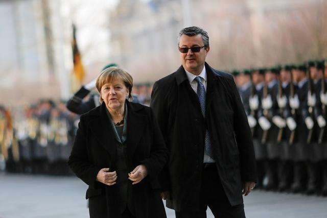 Na snímke nemecká kancelárka Angela Merkelová (vľavo) a chorvátsky premiér Tihomir Oreškovič