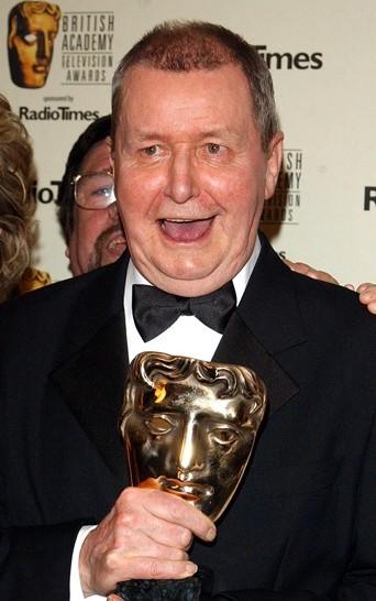 Na snímke autor najdlhšie vysielaného anglického televízneho seriálu Coronation Street Tony Warren