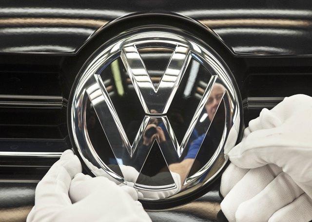 Na snímke logo nemeckej automobilky Volkswagen