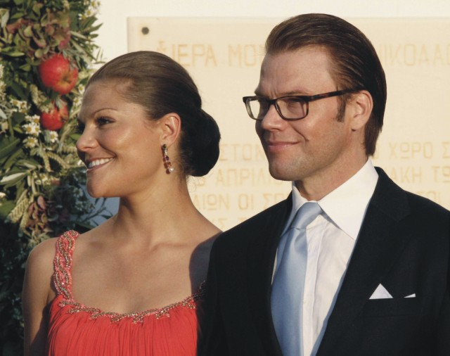 Na archívnej snímke švédska korunná princezná Viktória a jej manžel  Daniel Westling