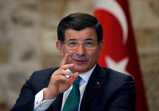 Na snímke turecký premiér Ahmet Davitoglu