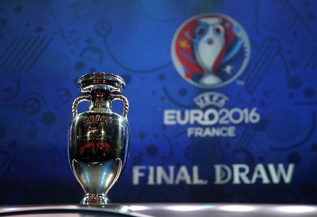 Vystavená trofej pre víťaza Euro 2016