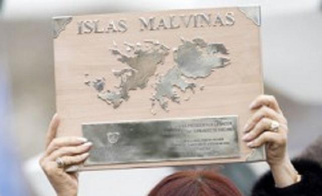 Argentína je v dlhoročnom spore o Falklandy (Malvíny) s Veľkou Britániou, ktorá sa ich nechce vzdať