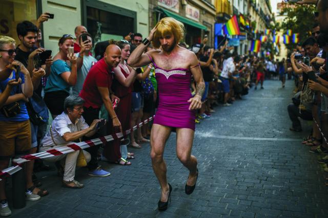 Účastník pochodu Gay Pride 3. júla 2015 v Madride