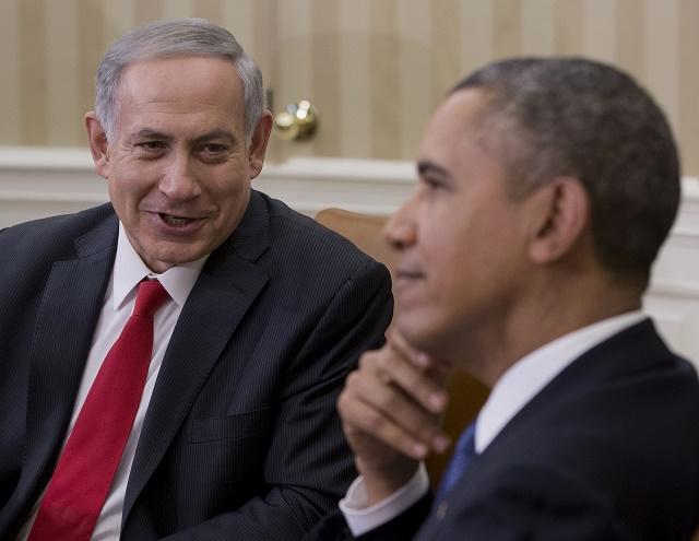 Izraelský premiér Benjamin Netanjahu počas priateľského rozhovoru s americkým prezidentom Barackom Obamom