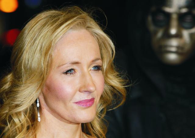 Na archívnej snímke  je autorka kníh o Harrym Potterovi, Joanne K. Rowlingová