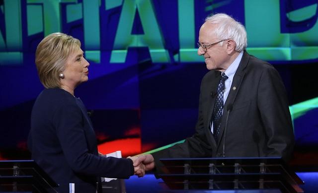 Demokratickí prezidentskí kandidáti Bernie Sander a Hillary Clintonová