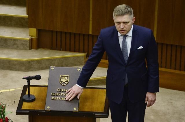 Na snímke Robert Fico (Smer-SD) skladá poslanecký sľub počas ustanovujúcej schôdze Národnej rady Slovenskej republiky (NR SR) VII. volebného obdobia