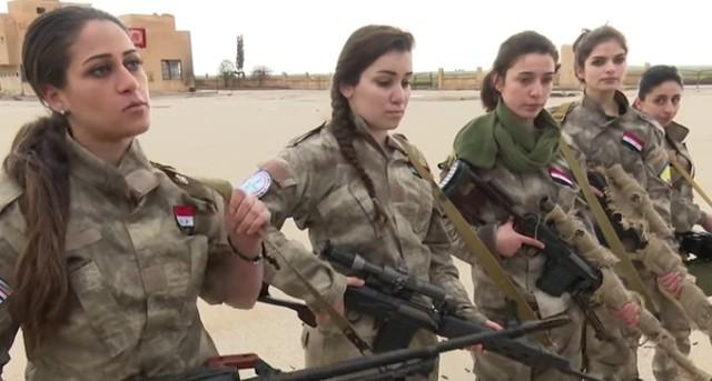 Sýrske kresťanky sa pripravujú na boj s džihádistickými rebelmi