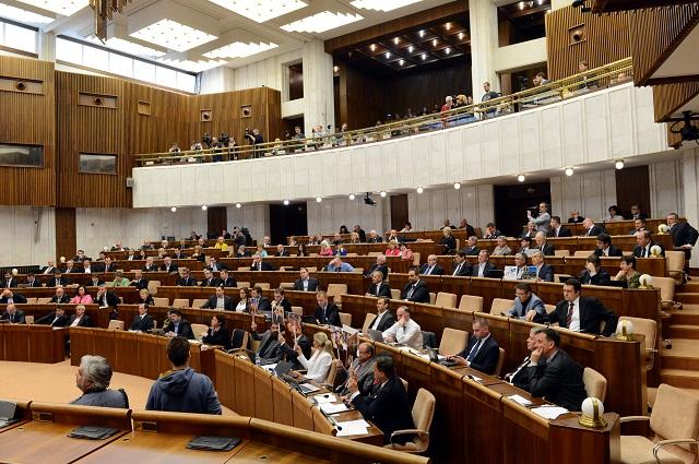 Na archívnej snímke poslanci Národnej rady