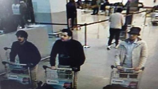 Na snímke z letiska traja podozriví z teroristických útokov