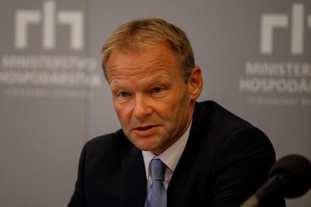 Na snímke minister hospodárstva Vazil Hudák