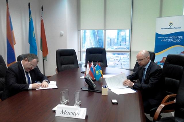 Euroázijská banka  stabilizácie a rozvoja a ministerstvo financií Bieloruska 25. marca podpísali v Moskve Dohodu o poskytnutí Bielorusku pôžičky vo výške 2 miliárd dolárov