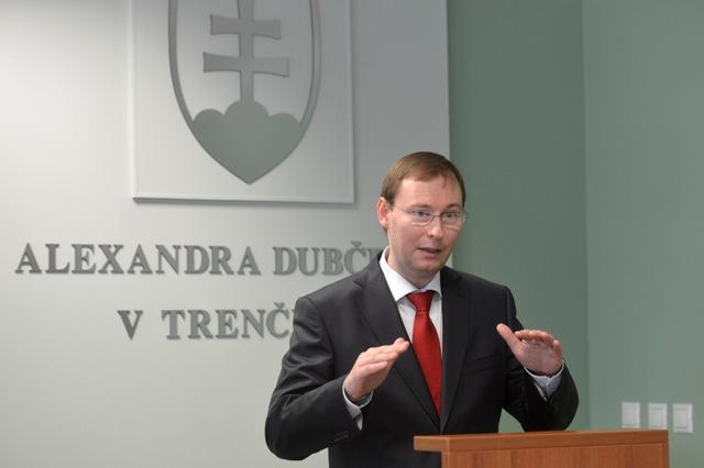 Na snímke rektor Trenčianskej univerzity Alexandra Dubčeka v Trenčíne Jozef Habánik