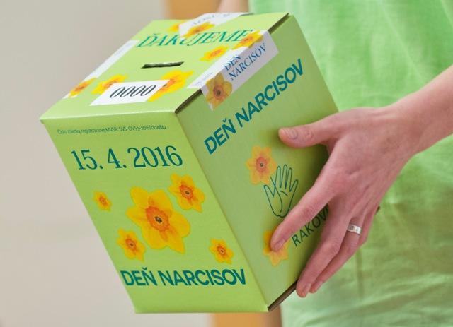 Na snímke pokladnička na Deň narcisov