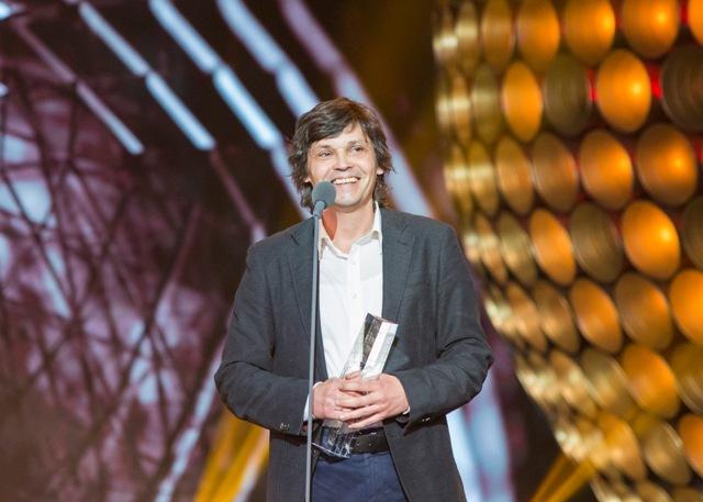 Na snímke režisér Jaroslav Vojtek získal ocenenie Slnko v sieti v kategórii najlepší dokumentárny film