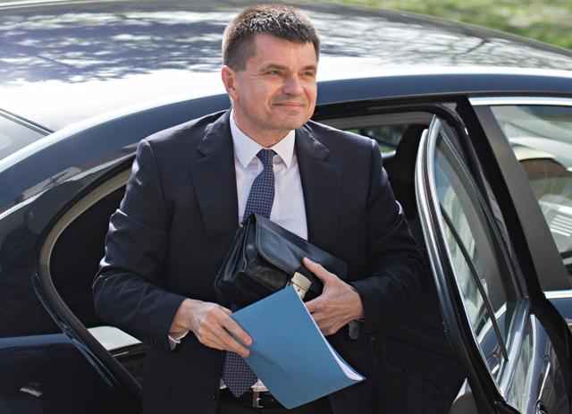 Na snímke minisetr školstva, vedy, výskumu a športu SR Peter Plavčan