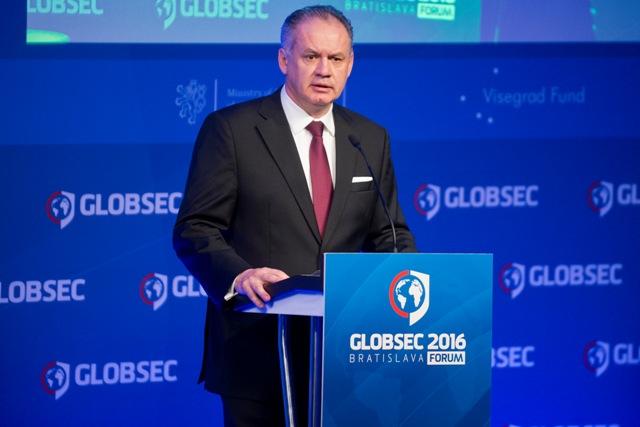 Prezident SR Andrej Kiska reční počas oficiálneho otvorenia 11. ročníka bezpečnostnej konferencie Globsec 2016 v Bratislave 15. apríla 2016